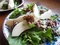 Pear and Blue Cheese Salad with Maple Spiced Toppings - easy, elegant and delicious. This is great for the holiday table. Pear Gorgonzola Salad, Pear Salad, Fruit Salad, Summer Salad Recipes, Summer Salads, Fall Recipes, Healthy Recipes, Pear And Blue Cheese Salad, Ladies Lunch