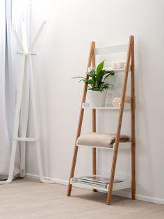 15 modern towel ladder rack design that perfect for your bathroom page 10 Wooden Ladder, Ladder Decor, Ladder Shelves, Multi Purpose Ladder, Bathroom Ladder, Bathroom Rack, Small Bathroom, Bathrooms, Muebles Living