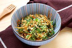 Enfin l'été est là avec sesdéjeuners au soleilet ses belles salades composées.Nous avons eu envie d'exotisme pour changer des sentiers battus. Du coup nous sommes passés en mode Thaïe pour nous régaler autrement. Découvrez cette très jolie... Entree Recipes, Asian Recipes, Vegetarian Recipes, Healthy Recipes, Ethnic Recipes, Thai Cucumber Salad, Fresca, Exotic Food, Asian Cooking
