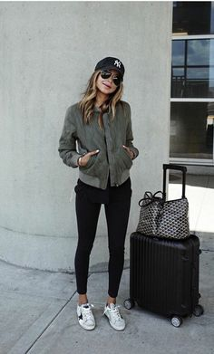 Look-Chic/ airport attire, comfy airport outfit, airport travel outfits Comfy Airport Outfit, Airport Travel Outfits, Airport Attire, Comfy Travel Outfit, Winter Travel Outfit, Airport Style, Airport Chic, Airport Outfit Spring, Traveling Outfits