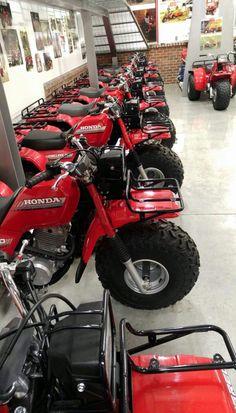 Honda Trike, Suzuki Dirt Bikes, Classic Honda Motorcycles, Old School Motorcycles, Vintage Motorcycles, Yamaha Atv, Moto Bike, Motorcycle Bike, Mini Motorbike