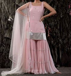 Party Wear Indian Dresses, Designer Party Wear Dresses, Pakistani Dresses Casual, Indian Gowns Dresses, Indian Bridal Outfits, Indian Fashion Dresses, Kurti Designs Party Wear, Dress Indian Style, Pakistani Dress Design