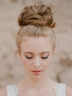 Romantic Hair Ideas- We put together the most romantic hairstyles to help you choose one for your special day.