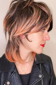 The shag is back! Click here to see this year's modern short shag haircuts for the ultimate beachy, shaggy look. (Photo credit Instagram @jayne_edosalon) Short Shag Haircuts, Shag Hairstyles, Latest Hairstyles, Hair Brained, Effortless Hair, Shaggy, Hair Cuts, Hair Beauty, Carving