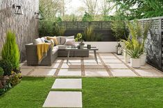 Wonderful 32 Pretty Patio Garden Design Ideas Good garden design starts with making a list of all the factors that you need to consider before spending any money. The main features and factors to take into . Very Small Garden Ideas, Small Garden Design, Small Garden In House, Small Garden Inspiration, Source Of Inspiration, Backyard Patio, Backyard Landscaping, Backyard Designs, Patio Design