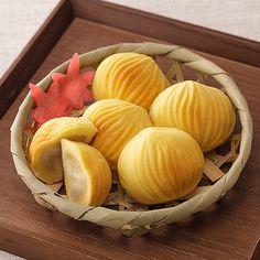 Japanese seasons sweets. 可愛らしい栗の形に仕上げたお菓子など。【山みやげ詰合せ】