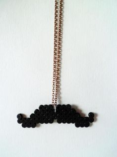 Collar moustache de hama beads