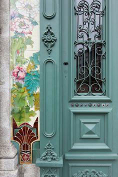 Forrester Building, Porto, Portugal S. Cool Doors, Unique Doors, Porte Design, Door Design, Knobs And Knockers, Door Knobs, Entrance Doors, Doorway, Setubal Portugal