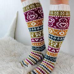 Ravelry: Taimitarhan Polvisukat pattern by Niina Laitinen Knitting Socks, Ravelry, Free Pattern, Knit Crochet, Knitting Patterns, Slippers, Stitch, Ankle, Inspiration