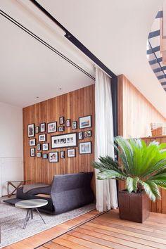 Гибкий карниз для штор: рекомендации по выбору и обзор наиболее комфортных решений для дома http://happymodern.ru/gibkij-karniz-dlya-shtor-foto/ Гибкий карниз для штор: декорирование занавесками дверного проема в гостиной оформленной натуральными материалами