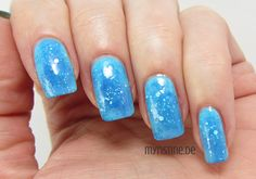 Blue Blizzard Nails mit Cool Blue (MAYBELLINE, Color Show Nail Lacquer)