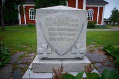 Kortesjärvi: 1918 vapaussodan sankarien muistomerkki Sidewalk, Side Walkway, Sidewalks, Pavement, Walkways