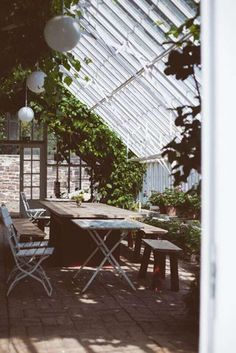 12 pictures for greenhouse inspiration from around the web. These conservatories are indoor garden wonders. Inspire your green thumb with these photos. Natural light never looked so good! Indoor Garden, Outdoor Gardens, Home And Garden, Outdoor Spaces, Outdoor Living, Outdoor Decor, What Is A Conservatory, Conservatory Design, Le Shop