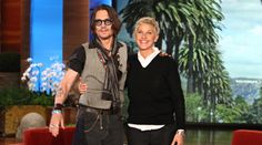 Johnny depp at Ellen, great show, why don't we have shows like this one in France Johnny Depp Willy Wonka, Ellen And Portia, Here's Johnny, Raining Men, Celebs, Celebrities, Best Actor, Role Models, In This World