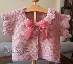 Exquisite yet simple design! Knitting For Kids, Baby Knitting Patterns, Baby Patterns, Crochet Baby, Knit Crochet, Pull Bebe, Baby Pullover, Kids Tops, Knitted Baby Clothes