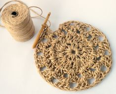 Have you noticed that natural jute decor is bang on trend right now? In this tutorial, you& learn how to crochet the rounds and create a stunning contrast between the natural jute and metallic. Thread Crochet, Love Crochet, Diy Crochet, Crochet Stitches, Weaving Projects, Weaving Art, Crochet Projects, Diy Crafts Love, Knit Rug