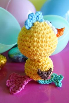 Look at that little tail feather. Amigurumi Crazy Chick tail view - Free Crochet Pattern