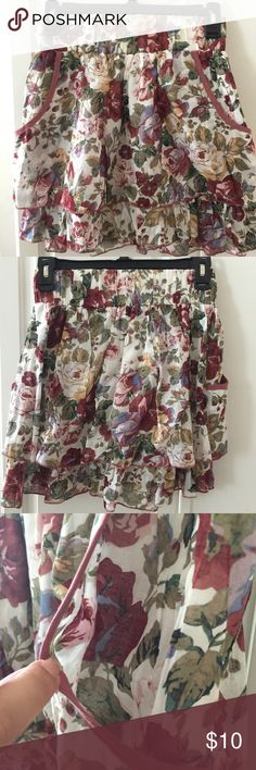 Maroon Floral Ruffled Skirt 🌸In great condition. No flaws  🌸Has pockets on both sides of the skirt 🌸Bundle & Save 15% on 2+ items  🌸I'm willing to negotiate on a price 🌸Make an offer Xhilaration Skirts Mini