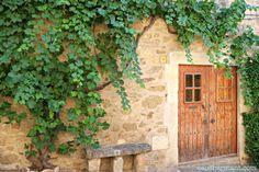 Casavells. Pueblos con encanto. Pueblo medieval. Baix Empordà. Escapada rural. Costa Brava. Girona. Lugares con encanto. www.caucharmant.com