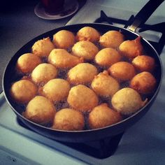 8 Traditional Samoan Foods that are Sure to Invade Your Taste Buds - Flavorverse Donut Recipes, Dessert Recipes, Cooking Recipes, Desserts, Hawaiian Dishes, Hawaiian Recipes, Samoan Food, Polynesian Food, Polynesian Culture
