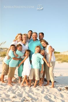 Potter we should do this if we ho to the beach again! family beach pic - I like the aqua shirts :) Large Family Pictures, Family Beach Pictures, Beach Photos, Family Pics, Florida Pictures, Family Posing, Beach Portraits, Family Portraits, Panama City Beach