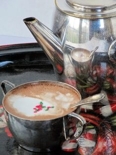 Homemade Hot Chocolate, I Love Chocolate, Hot Chocolate Recipes, Christmas Chocolate, Ceramic Poppies, Christmas Is Over, Chocolate Shavings, Great Appetizers, New Things To Learn