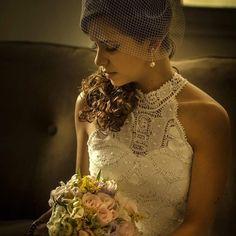 Vestido de Noiva UAU com gola alta todo feito delicadamente e a mão em renda renascença by @renascenca.agreste para inspirar as noivas de plantão!  .  Informações  @renascenca.agreste  Tel:(81)9-9168-3241  no #guiadefornecedores no FORMULÁRIO DE PEDIDO DE ORÇAMENTO ONLINE VIA APP Noivas do Brasil    #noivasdobrasil #parceirosdoblog #fornecedores #bride #guidefornecedoresnoivasdobrasil #ndbindica #life #noiva #noivasdobrasilindica #guiadefornecedores #instamood #instagood #renascenca #renda…