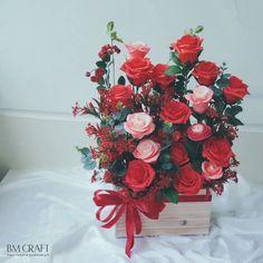 Beautiful Flowers Photos, Flower Photos, Love Flowers, Beautiful Roses, Paper Flowers, Valentine Decorations, Flower Decorations, Good Morning Flowers Quotes, Large Flower Arrangements