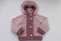Hand gebreide baby meisje hooded vest.  Gemaakt met wol mix garen.  Grootte: 0-6 maanden.  Kleuren: Bloos heather en roos heather.  Klaar om te verzenden