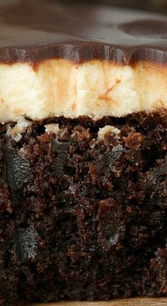 Baileys Brownies have a fluffy buttery Baileys Irish Cream frosting and are topped with a rich boozy Baileys chocolate ganache. Beer Recipes, Brownie Recipes, Chocolate Recipes, Cookie Recipes, Desserts Menu, Easy Desserts, Delicious Desserts, Dessert Recipes, Bailey Brownies
