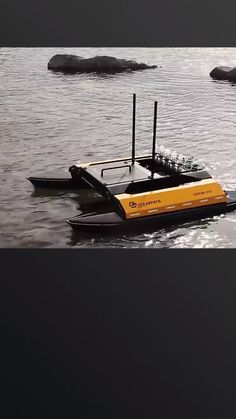 The Heron USV created by Clearpath Robotics allows humans to take water samples from hard-to-reach areas, among other duties. Real Spy, Drone Quadcopter, Drones, Iron Man Cartoon, Aquatic Ecosystem, Drone With Hd Camera, Future Transportation, Robot Kits, Spy Gadgets
