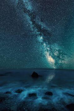 "drxgonfly: "" Chaban Kale cape, Crimea (by Alex Zhosan) "" Beautiful Sky, Beautiful Places, Night Skies, Sky Night, Night Light, Milky Way, Natural Wonders, Amazing Nature, Astronomy"