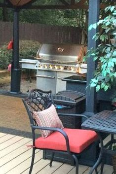 Learn how to build an outdoor kitchen on a budget. Easy outdoor upgrade with these inexpensive outdoor kitchen ideas. 22 DIY outdoor kitchens for your small backyard or big yard. Build Outdoor Kitchen, Outdoor Kitchen Design, Outdoor Kitchens, Diy Outdoor Furniture, Outdoor Chairs, Outdoor Decor, Outdoor Sinks, Hotel Decor, Garden Types