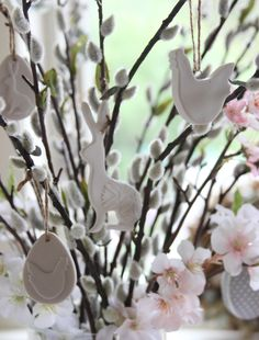 Decorating an Easter Tree is a German tradition that Gisela has grown up with. You can create your own Easter tree using our stems and sweet decorations. Easter Tree, Easter Eggs, Easter 2018, Gisela Graham, Easter Crafts, Easter Decor, Easter Ideas, Seasonal Flowers, Egg Shape