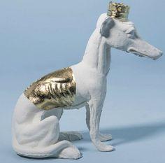 Escultura Cachorro Galgo Rei Design: Ota Design Material: Cerâmica folhada em ouro/ metal fundido com banho de ouro Medidas: 28 X 14 X 25 http://www.marcheartdevie.com.br/produtos/quadros-e-esculturas/cachorro-galgo-rei-ouro/