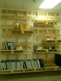#Pallet shelves - http://dunway.info/pallets/index.html
