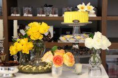 como organizar uma festa de ultima hora, mesa de doces, mesa amarela, festa amarela