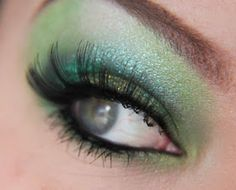 Great tutorial for green eye makeup. :)