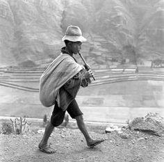 Muhcacho tocando la quena cerca de Cuzco, Perú. 1954 by Werner Bischof