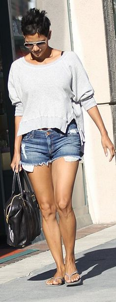 Who made Halle Berry's ripped denim shorts, black handbag, flip flops and sunglasses that she wore in Beverly Hills on October 29, 2012?