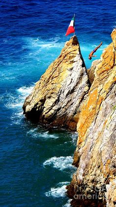 Breathtaking Free Fall. The La Quebrada Cliff Divers are a group of professional high divers, based in Acapulco, Mexico.