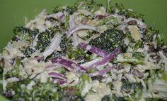 Brokolicový salát s červenou cibulí | NejRecept.cz