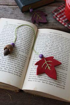 読書の秋のおともに、 フェルトとどんぐりのしおり
