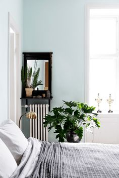 mint blue and white bedroom, sky blue, seafoam green, mint blue, pale blue, baby blue, light blue, blue-green, green-blue, aqua blue, sherwin williams icelandic