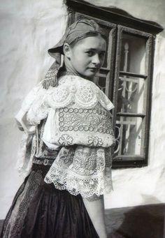#HrnčiarovceNadParnou #Považie #Slovensko #Словакия #Slovakia Historical Clothing, Historical Photos, Folk Costume, Costumes, My Heritage, Fashion History, Traditional Dresses, Folklore, Celtic