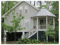 I do believe I spied a tin roof...ohhh to be sittin' on that porch when it rains...Mandeville near the lake...