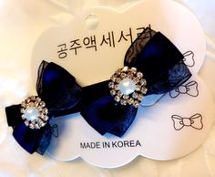 Double-bow hair clip from Korea.