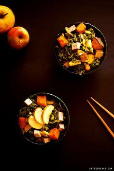 Kale Salad w/ hazelnut, kabocha squash & apple - Antigone XXI Delicious Vegan Recipes, Tasty, Chou Kale, Food Bowl, Kale Salad, Raw Vegan, Vegan Food, Plant Based Recipes, Squash