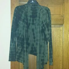 Rock & republic cardigan Nwt green and black patterned open front cardigan. Super edgy looking, great to wear with black skinnies Rock & Republic Tops