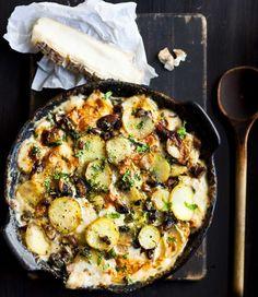 Taleggio-juustolla kuorrutettu tatti-perunapaistos-> käytä tartien sijaan mustatorvisieniä!!